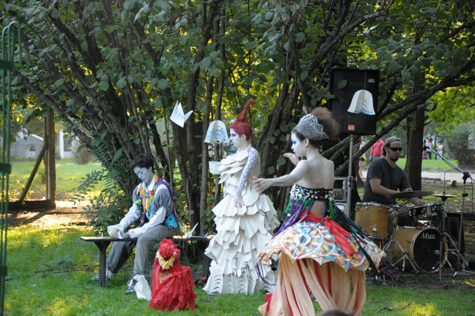 Participando de Parque Copado, en el Botánico de Parque Saavedra (soy la que está sentada)