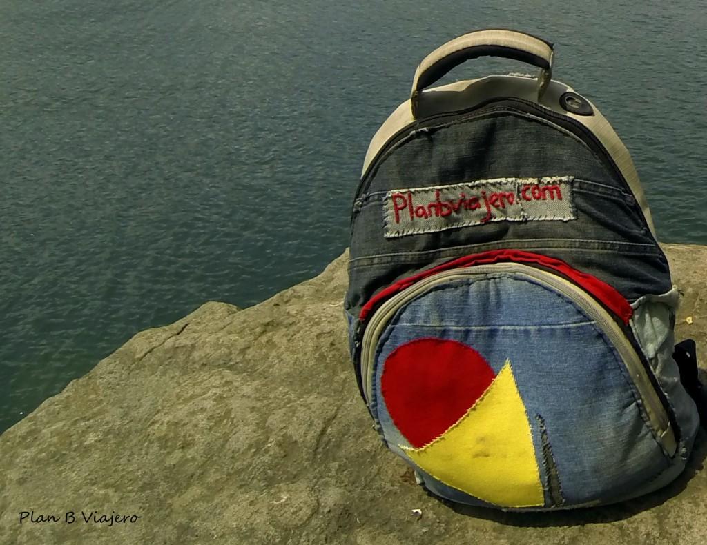 Nuestra mochila de mano, customizada por nosotrxs